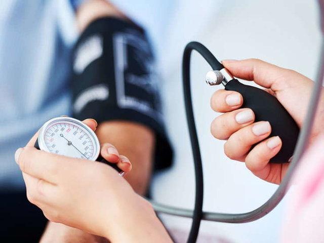 سنجش فشار خون بیماران با اکسیمتر
