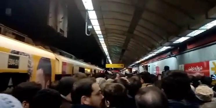 نوبخت: استفاده از ماسک در مترو اجباری می گردد