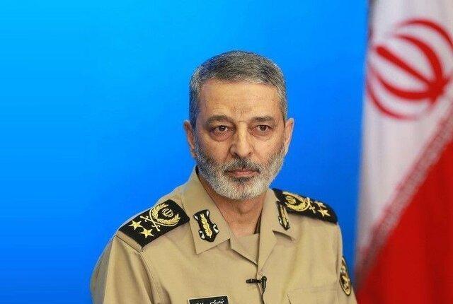بازدید سرزده فرمانده کل ارتش از اردوگاه تابستانی دانشجویان دانشگاه های افسری