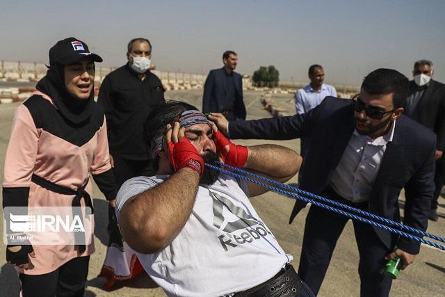 ثبت رکورد جهانی جابه جایی کامیون با دندان توسط 2 خوزستانی