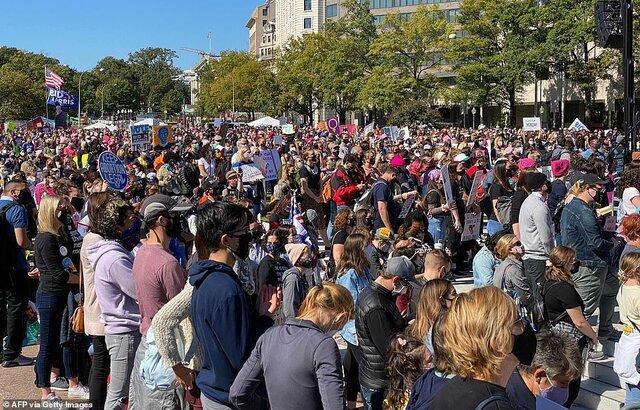 راهپیمایی زنان در واشنگتن صحنه اعتراضات علیه سیاست های ترامپ بود