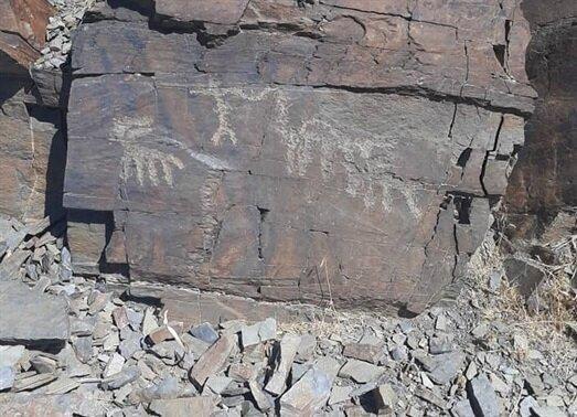 کشف یک مجموعه سنگ نگاره جدید در لرستان