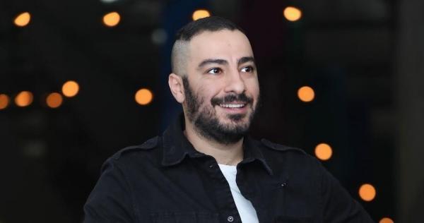 واکنش نوید محمدزاده به شایعه درگیری با جواد عزتی