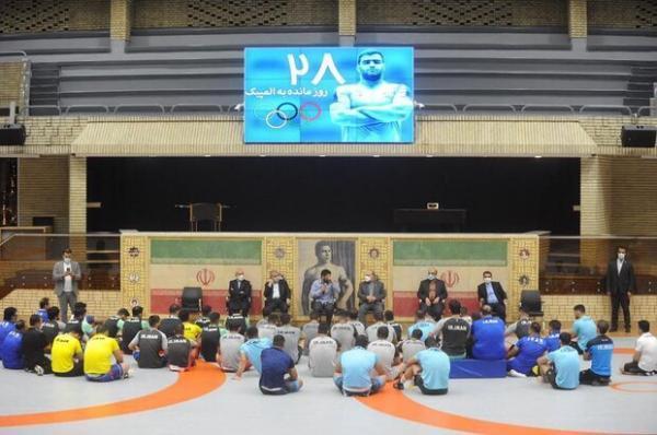 بازدید وزیر ورزش و جوانان از اردوی تیم های ملی کشتی